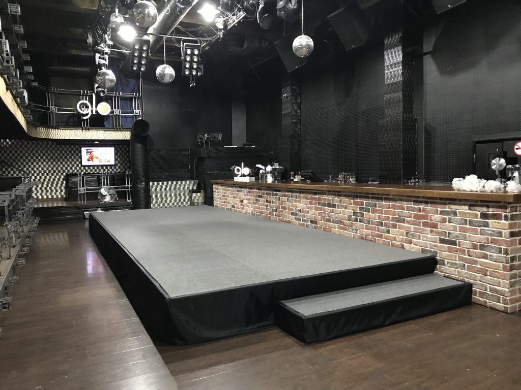 Закрытый показ в ночном клубе